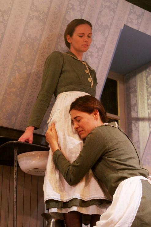 Amber Zion (Lea), Deanne Bray (Christine)