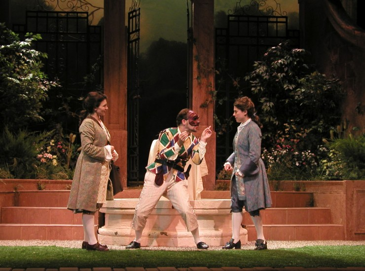 Corine (Antoinette Lavecchia), Harlequin (Harry Bouvy), Leonide (Ali Marsh)