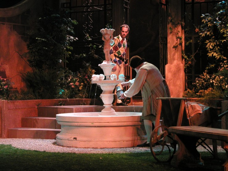At the fountain - Harlequin (Harry Bouvy), Dimas (Sam Lloyd, Sr.)