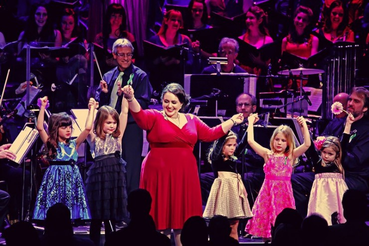 Nikki Blonsky with five young Newtowners